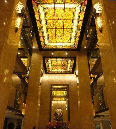 Regal Kowloon Hotel: 气势恢宏的酒店大堂