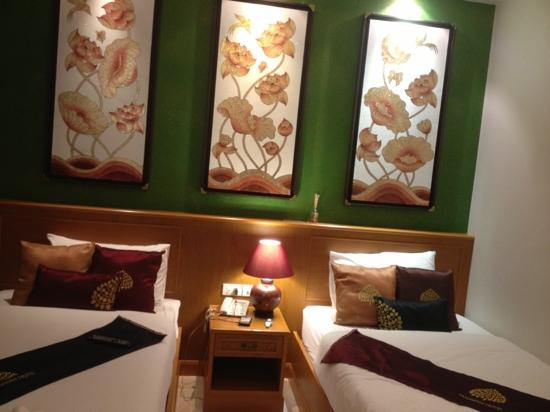 Tanawan Phuket Hotel : 酒店房间