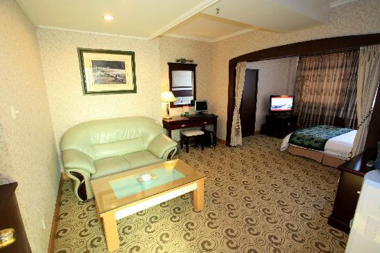 Bing Xiong Hotel: 商务套房