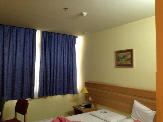 Home Inn (Dongguan Changping Avenue)