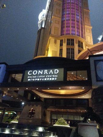 Conrad Macao Cotai Central:                   20121124_180324