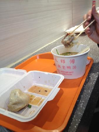 Shanghai First Foodmall: 第一食品 生煎和老鸭粉丝汤