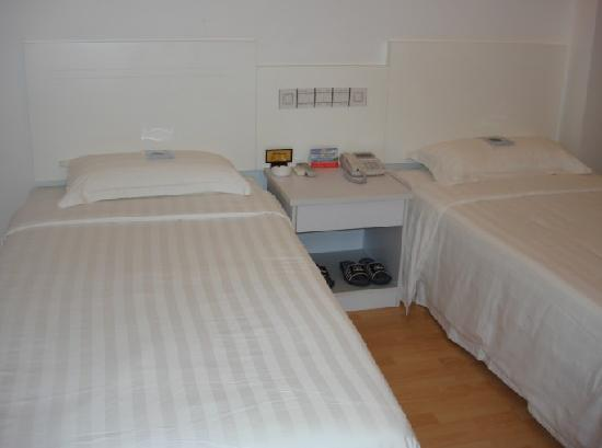 Binggong Hotel: 客房一角
