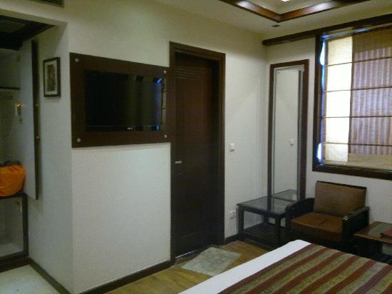 AT Residency Hotel : 印度经济型酒店难有的液晶电视