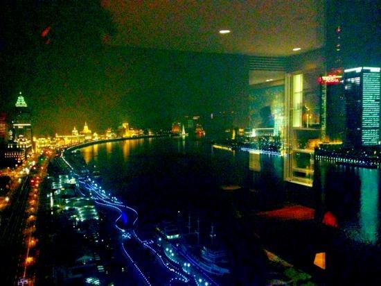 Hotel Indigo Shanghai on the Bund: 20楼外滩江景房望出去的风景