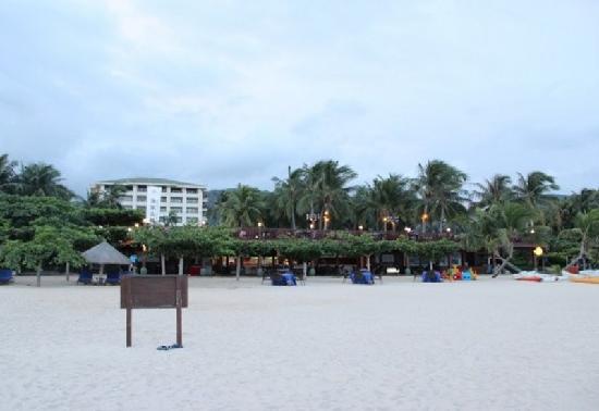 Yalong Bay: 亚龙湾沙滩白白的