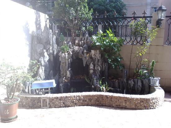 Mujiayuan Inn:                   魚池