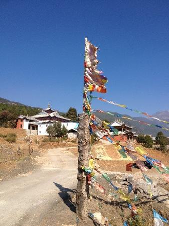 Baisha Holiday Resort Lijiang: 喜欢这里的蓝天~白云~还有雪山~~~~