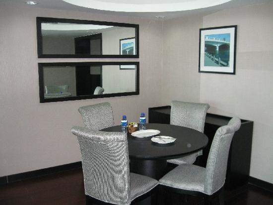 Somerset Olympic Tower Tianjin: dining room