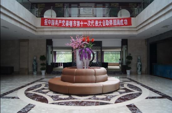 Qinhu Hotel
