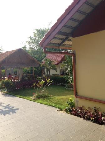 Phuket Airport 24/7 Hotel : 室外