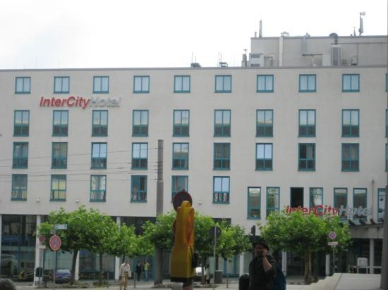 IntercityHotel Stuttgart:                   inter city