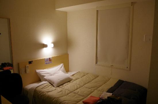 Super Hotel Osaka Tanimachi 4 Chome:                   紧凑的房间