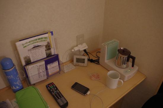 Super Hotel Osaka Tanimachi 4 Chome :                   电水壶很迷你,还是和加湿器一体的,有趣的设计。