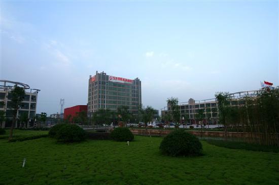 Yulong International Commerce Hotel : 酒店外景
