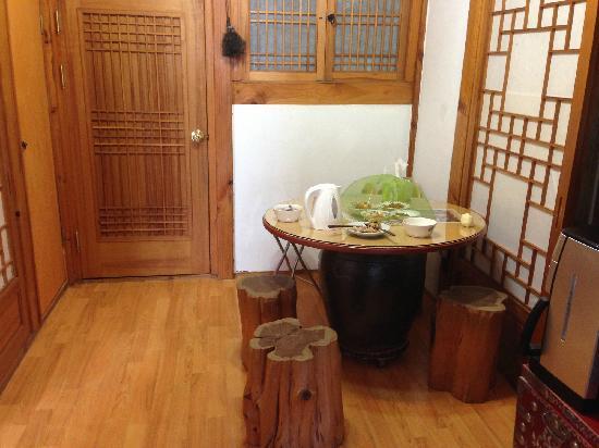 Bukchonmaru Hanok Guesthouse:                                     客厅