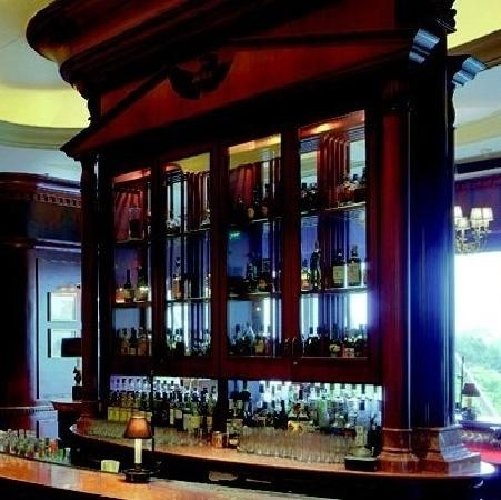 The Churchill Bar (The Ritz-Carlton, Guangzhou)