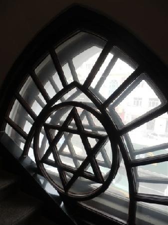 Architectural Museum:                                     艺术馆内的窗户,为犹太教的标志