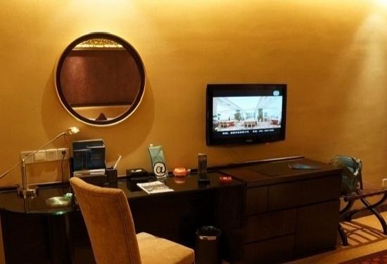 Perfitful Hotel:                   卧室写字台