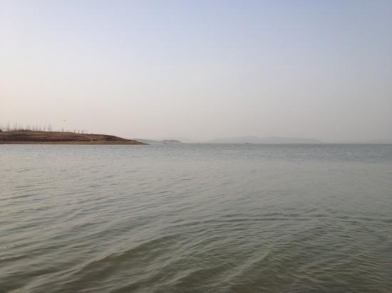 Zhaoping Lake: 傍晚湖光十色
