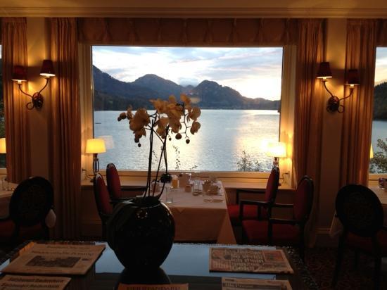 Schloss Fuschl Resort & Spa, Fuschlsee-Salzburg: 美吧!酒店湖景餐厅