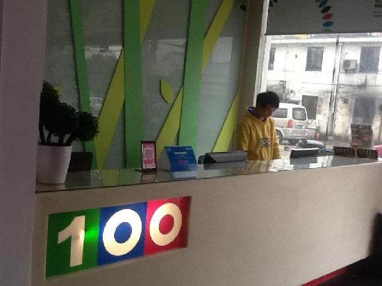 100 Inn Shanghai Chunshen Road: 前台