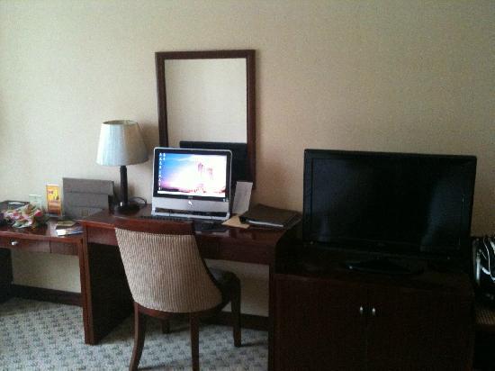 Centron International Hotel:                   电视和电脑