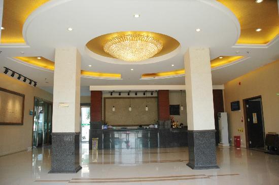 Fengya Lanzhuang Tourist Villa:                   风雅兰庄旅游度假酒店大堂