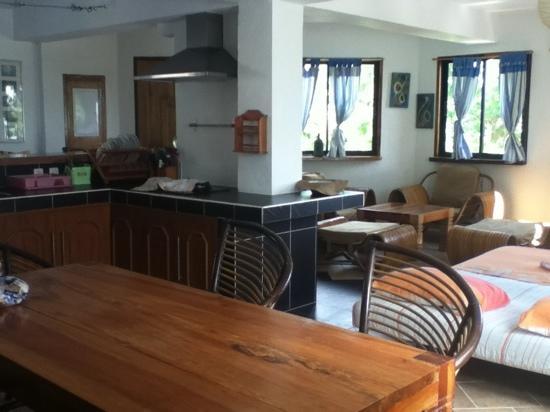 JAYJAYs Club:                   带厨房的厅
