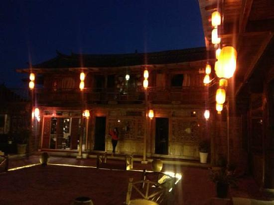 Baisha Holiday Resort Lijiang:                                     夜景