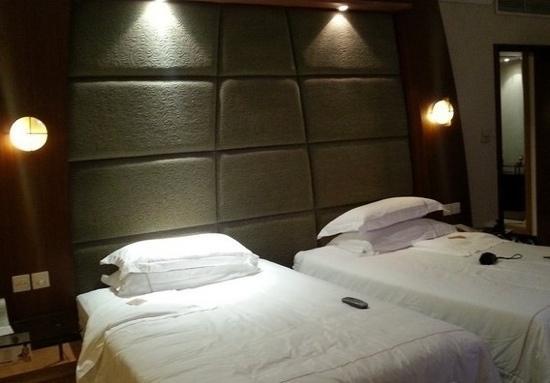 Tibet Hotel:                   卧室