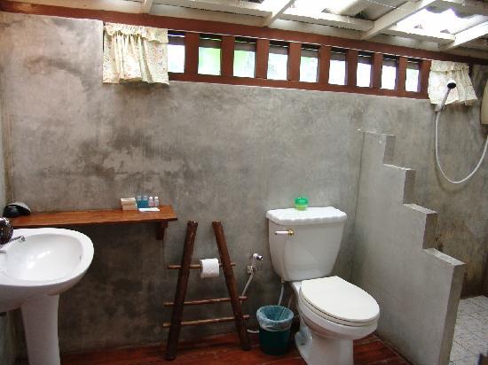 Baan Sansabay Resort :                   restroom
