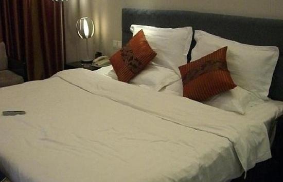 Jia Yu Emperor Hotel : 卧室