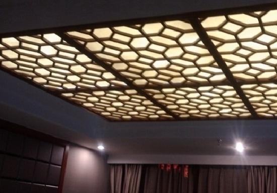Jianfu Hotel: 吊顶