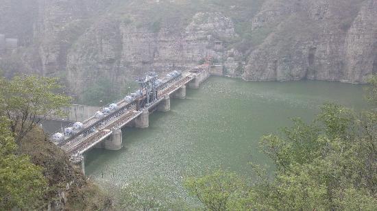 Zhenzhuhu Scenic Area: 水坝