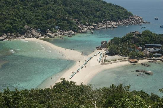 Nangyuan Island Dive Resort: 人字沙滩,就为这个而来