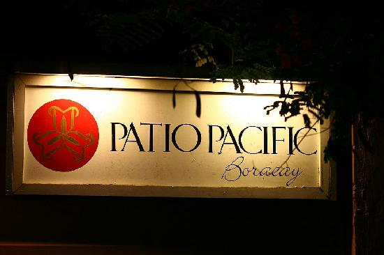 Patio Pacific Boracay: 从沙滩回来路牌