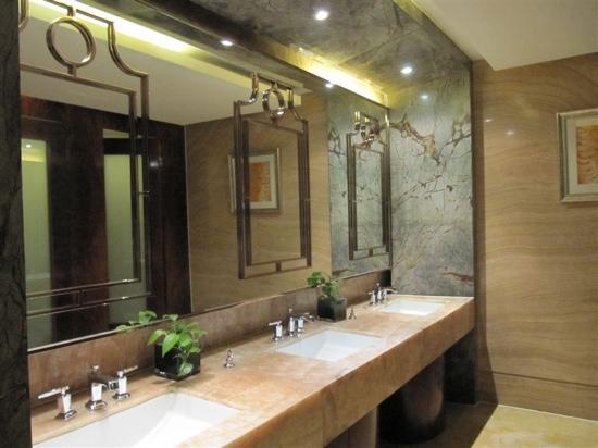 New Century Changchun Grand Hotel : 卫生间很大