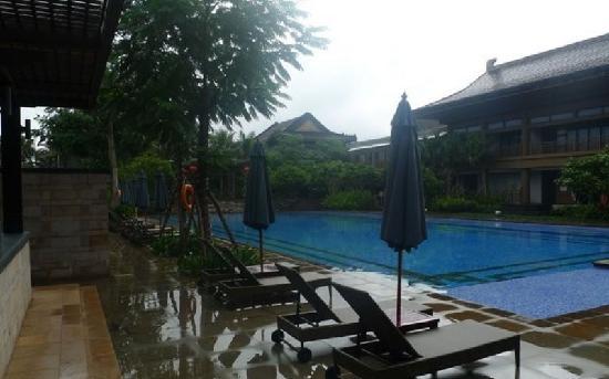 Eadry Royal Garden Hotel Luxury Haikou : 皇家园林酒店游泳池
