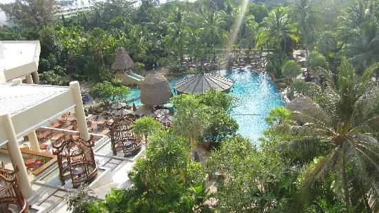 Movenpick Resort & Spa Karon Beach Phuket: 海景房阳台