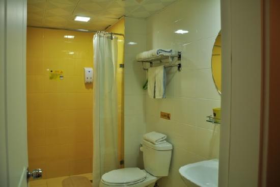 Home Inn (Tianjin Weijin Road Tianjin University): 酒店卫生间