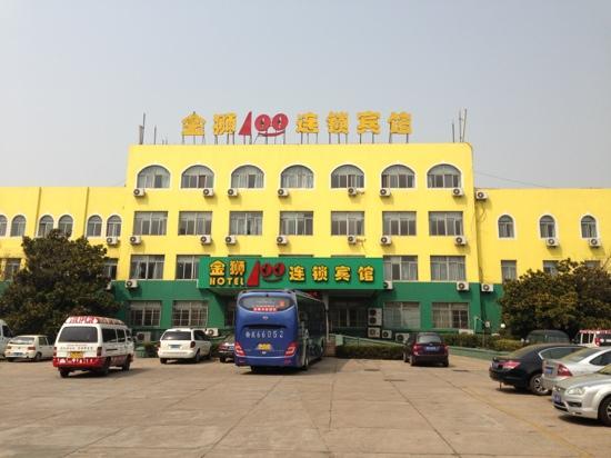 Golden Lion 100 Supermarket Hotel (Qingdao Huayang Road): 青岛金狮100连锁宾馆-华阳路店