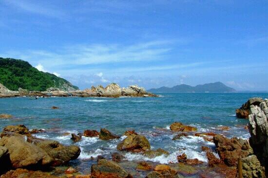 East Island and West Island: 美