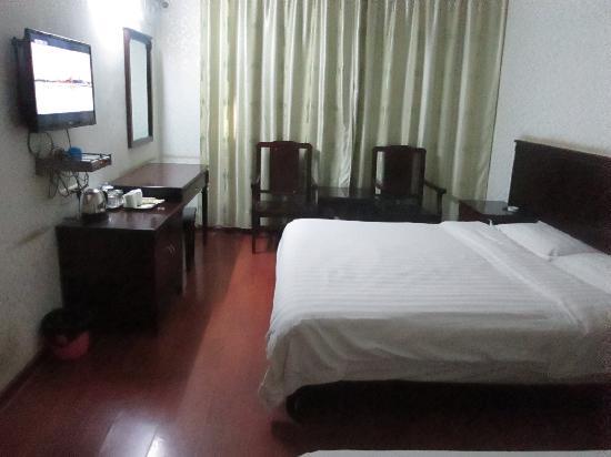 Lingjuli Hotel: 家庭间