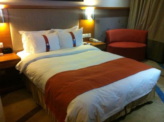 Holiday Inn Express Chongqing Jinxiucheng: 客房标准大床房