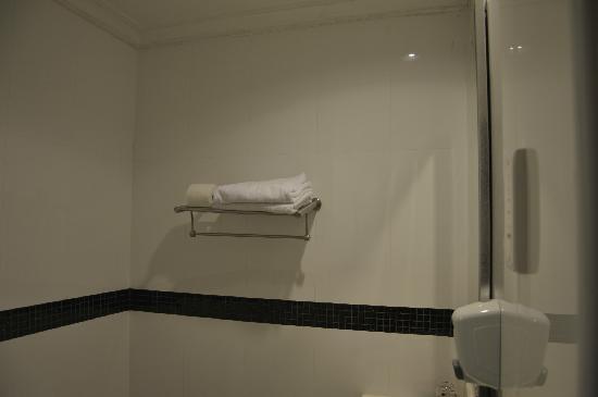 Metropolitan YMCA Singapore : 浴巾架