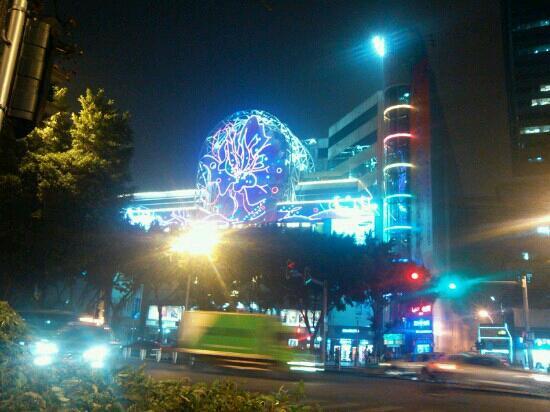 China Plaza: 夜景正门