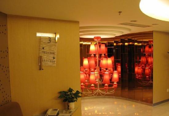 Downtown Hotel : 城市中心酒店