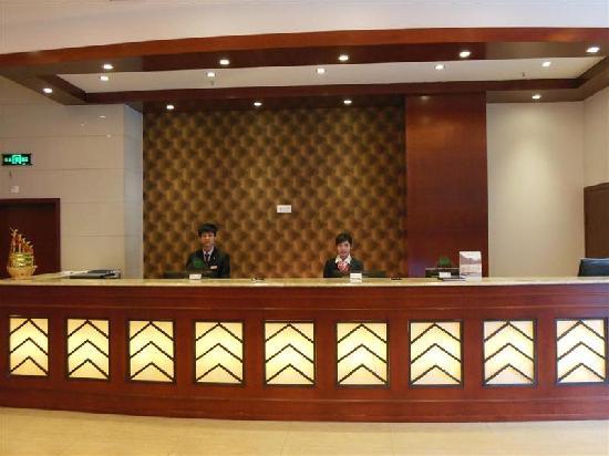 GreenTree Inn Nanchang Railway Station: 酒店前台