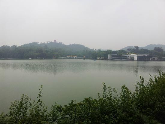 Luhu Park : 广州麓湖公园
